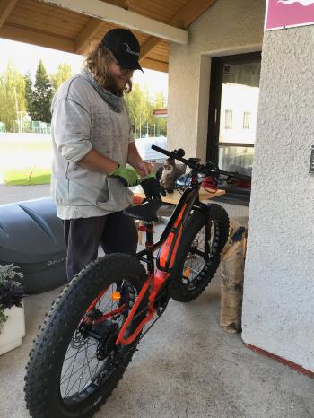 Vuokrauksen yhteydessä saa opastusta pyörän käyttöön.